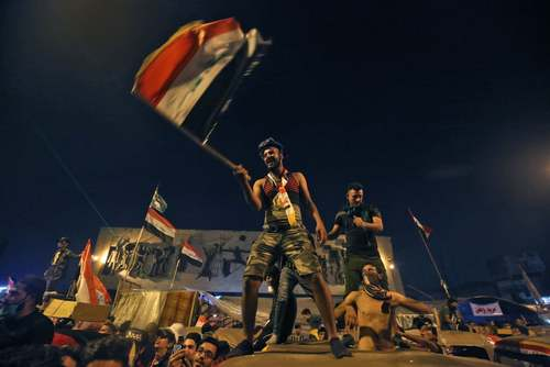 ادامه اعتراضات عراقیها در میدان تحریر بغداد/ خبرگزاری فرانسه و آسوشیتدپرس
