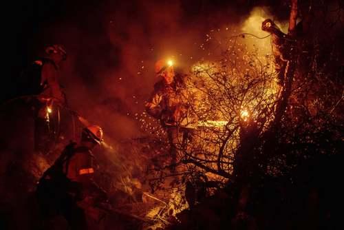 آتش سوزی جنگلی در ایالت کالیفرنیا آمریکا/ آسوشیتدپرس