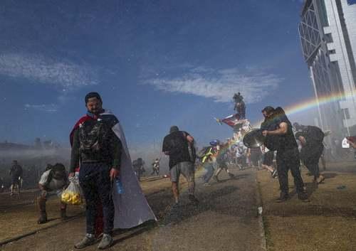 ادامه اعتراضات ضددولتی در شهر سانتیاگو شیلی/ آسوشیتدپرس