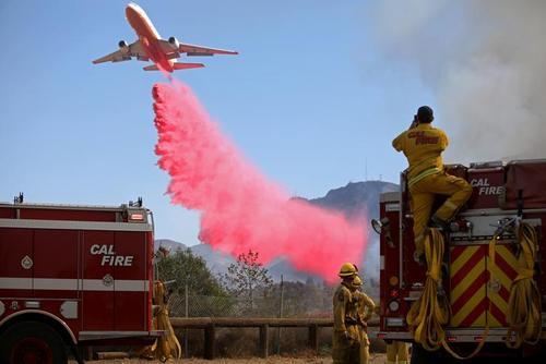خاموش کردن آتشسوزی جنگلهای ایالت کالیفرنیا آمریکا/ رویترز