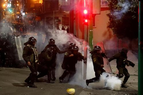 مداخله پلیس در درگیری حامیان و مخالفان رییس جمهوری بولیوی در شهر