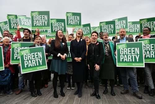 کارزار انتخاباتی اعضا و رهبران حزب سبز و دیگر احزاب چپ بریتانیا برای انتخابات پارلمانی زودهنگام ماه آینده در شهر