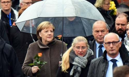 حضور مرکل در مراسم سی امین سالگرد سقوط دیوار برلین/ آسوشیتدپرس
