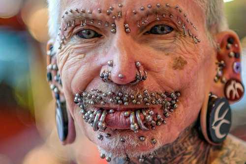 مرد آلمانی رکورد دار جهانی داشتن 480 قطعه