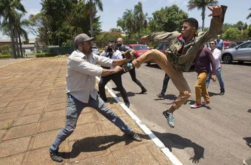 درگیری حامیان و مخالفان