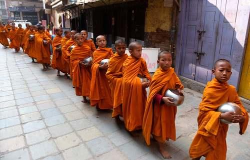 راهبان نوجوان بودایی در شهر کاتماندو نپال/ خبرگزاری فرانسه