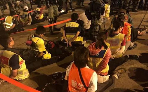 دستگیری کادر پزشکی و پرستاری اورژانس از سوی پلیس در جریان اعتراضات در دانشگاه پلیتکنیک هنگ کنگ/ دیلی تلگراف
