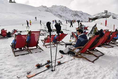 اسکی در کوههای آلپ فرانسه/ خبرگزاری فرانسه
