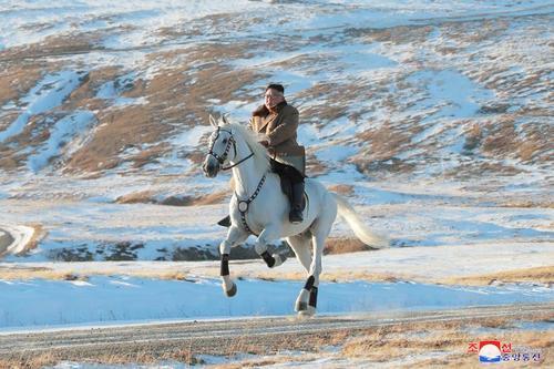اسب سواری رهبر کره شمالی در کوهستان زادگاه پدری/ 16 اکتبر 2019