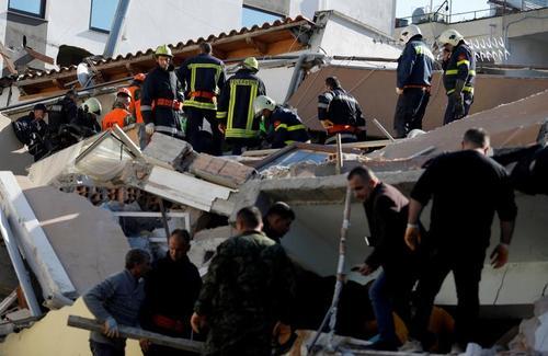 امداد و نجات زلزله زدگان در شهر