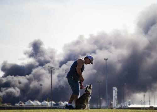 انفجار عظیم یک کارخانه مواد شیمیایی در ایالت تگزاس آمریکا/ آسوشیتدپرس