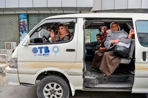 آغاز به کار تاکسی (وَن) ویژه بانوان در شهر کابل افغانستان/ خبرگزاری فرانسه