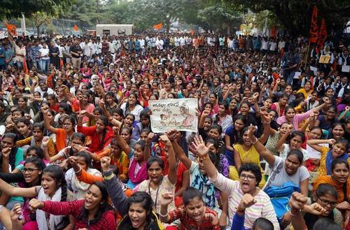 تظاهرات زنان فعال مدنی در شهر