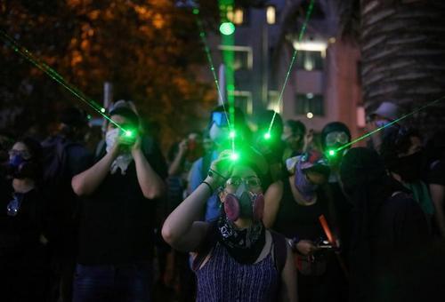 معترضان شیلیایی در جریان تظاهرات ضددولتی در شهر