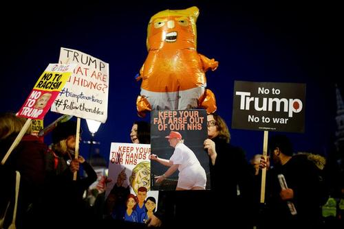 تظاهرات بر ضد ترامپ در حاشیه نشست سران ناتو در لندن/ رویترز