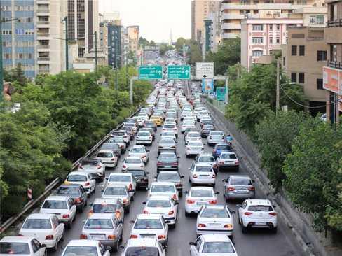 ترافیک روزانه سنگین خیابان ها در تهران