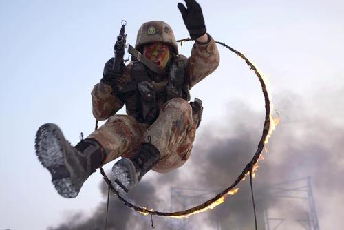 تمرینات سخت سربازان ارتش چین/ رویترز و گتی ایمجز