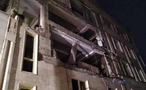 انفجار کپسول گاز و تخریب دو واحد مسکونی در تهران (+عکس)/ سوختگی مادر و دختر