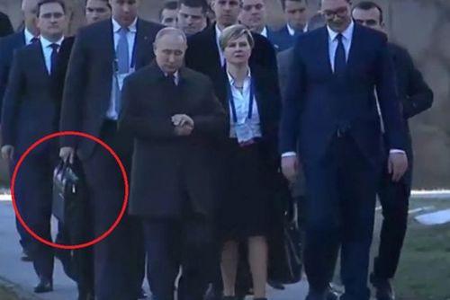 چمدان اتمی در همه سفرهای پوتین همراه اوست