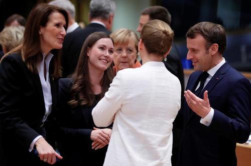 نخستین حضور نخست وزیر جدید و جوان فنلاند (نفر دوم از سمت چپ تصویر) در جمع رهبران اروپایی در نشست بروکسل/ رویترز