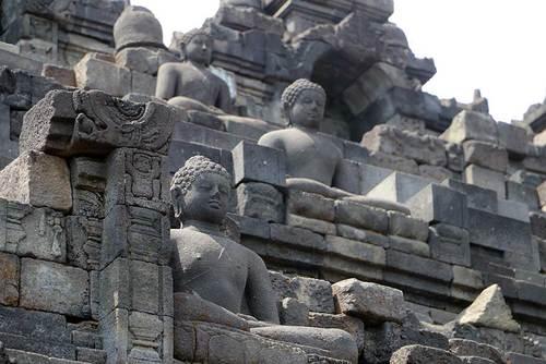 مکانی عجیب و باور نکردنی/ بوروبودور؛ معبدی با 504 بودای نشسته/ عکس