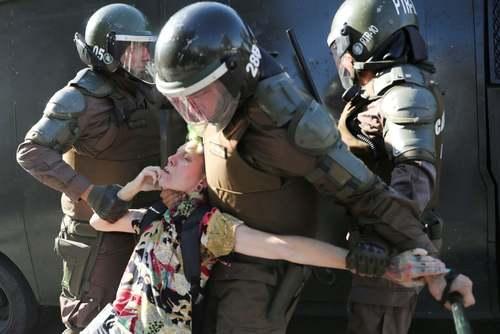 اعتراضات ضددولتی در شهر سانتیاگو شیلی/ رویترز