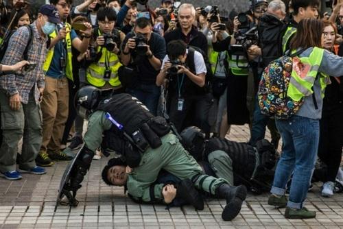 مقابله پلیس با تظاهرات هنگیکنگیها در اعلام همبستگی با مسلمانان