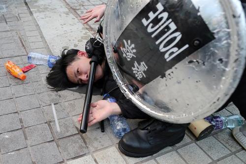 مقابله پلیس هنگ کنگ با تظاهرات همبستگی با مسلمانان اویغور چین/ رویترز