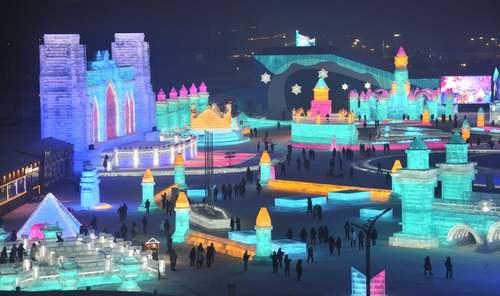 جشنواره سالانه سازههای برفی و یخی در
