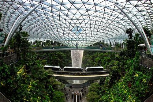 عبور ترن هوایی از روی پلی در سنگاپور/ گتی ایمجز