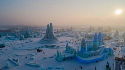 جشنواره بینالمللی سازههای برفی و یخی در هاربین چین/ گاردین