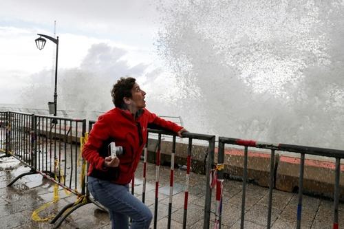 موج خروشان سواحل بیروت/ خبرگزاری فرانسه