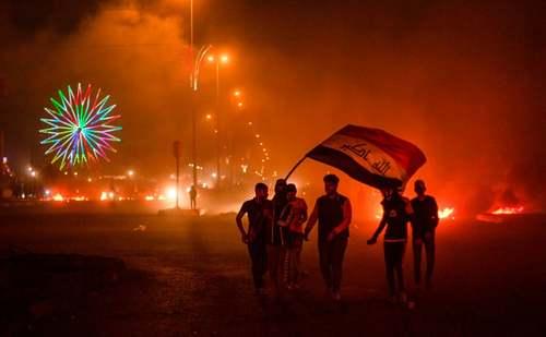 معترضان در شهر بصره عراق/ خبرگزاری فرانسه