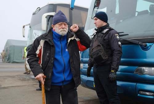 تبادل زندانیان بین دولت اوکراین و شورشیان طرفدار روسیه در شرق این کشور/ EPA