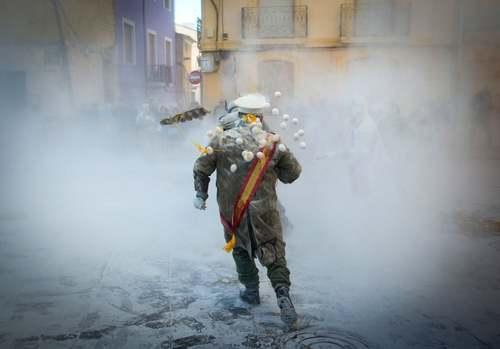 جشنواره نبرد آرد و تخم مرغ در شهر