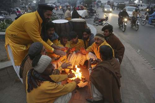 گروه نمایش خیابانی در شهر لاهور پاکستان/ آسوشیتدپرس