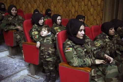 مراسم فارغالتحصیلی سربازان زن ارتش افغانستان پس از یک دوره آموزشی 3 ماهه در کابل/ آسوشیتدپرس