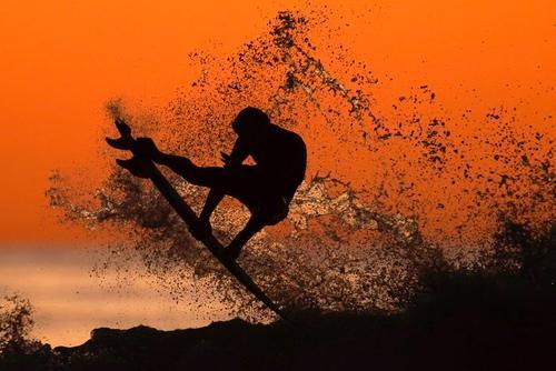موج سواری در ساحل ایالت کالیفرنیا آمریکا/ رویترز