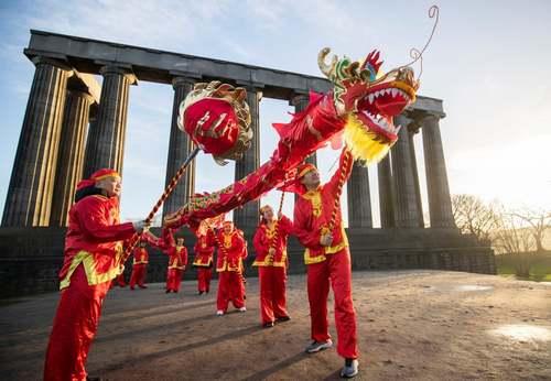 اجرای رقص سنتی اژدها در