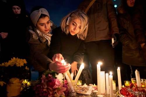 روشن کردن شمع به یاد قربانیان کانادایی سقوط هواپیمای شرکت اوکراینی در ایران/ تورنتو/ گتی ایمجز