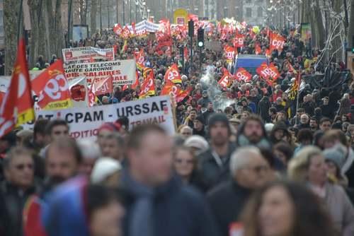 تظاهرات علیه قانون جدید بازنشستگی در شهر