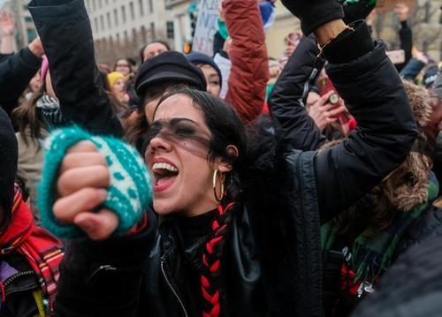 تظاهرات سراسری زنان علیه ترامپ در شهرهای مختلف آمریکا/ رویترز