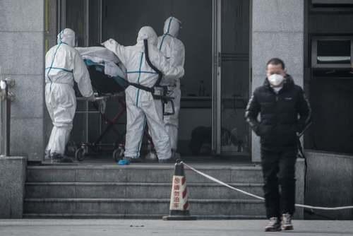 انتقال یک بیمار مبتلا به ویروس ناشناخته به بیمارستان در شهر