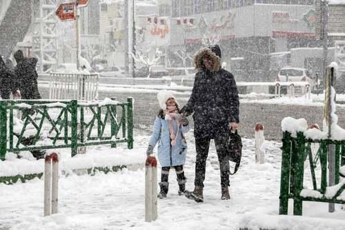 بارش برف در تهران/ عطا کناره؛ خبرگزاری فرانسه