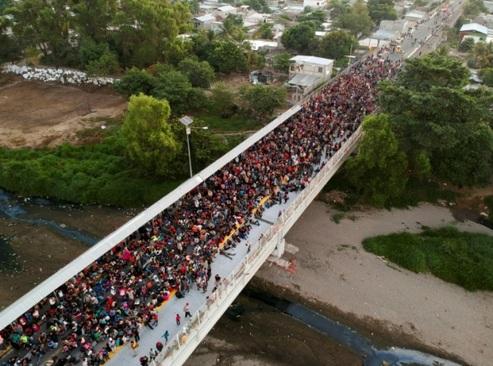 سیل پناهجویان هندوراسی در راه مرز ایالات متحده آمریکا/ مکزیک/ خبرگزاری فرانسه