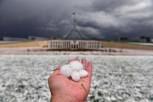 بارش تگرگ در شهر کانبرا(پایتخت) استرالیا/ EPA