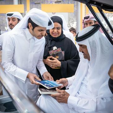 امیر سابق قطر (شیخ حمد بن خلیفة آل ثانی) در بازدید از نمایشگاه کتاب دوحه