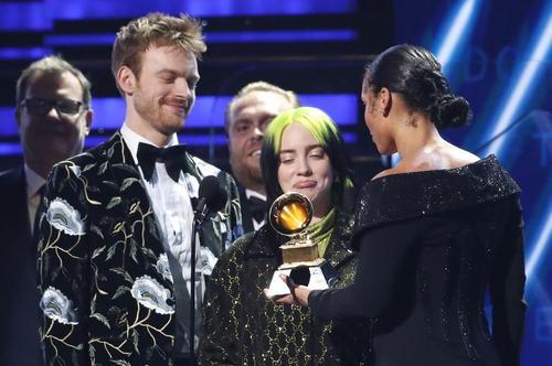 اعطای جوایز موسیقیایی سالانه