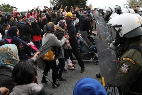 تظاهرات پناهجویان اردوگاههای جزیره