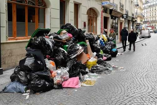 اعتصاب کارکنان شهرداری شهر پاریس و تلمبار شدن زباله در خیابانهای پاریس/ خبرگزاری آناتولی